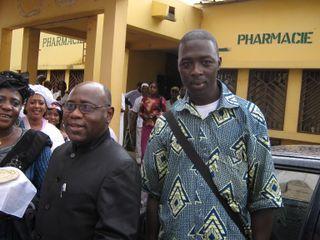 Le representant de l'OMS Guinée avec un membre de GST